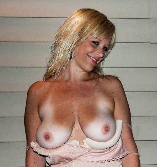 Je montre mes gros seins pour te faire bander