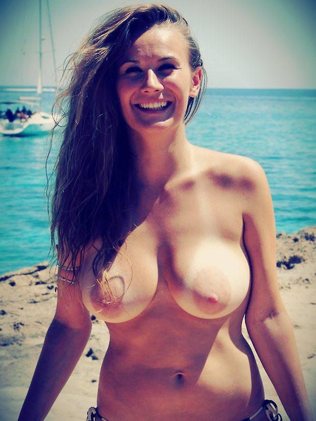Les gros seins d'une femme cougar sexy