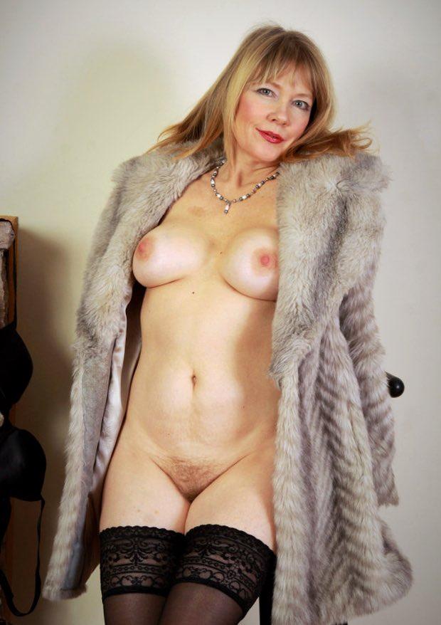Une belle cougar à fond dans la rencontre extra-conjugale