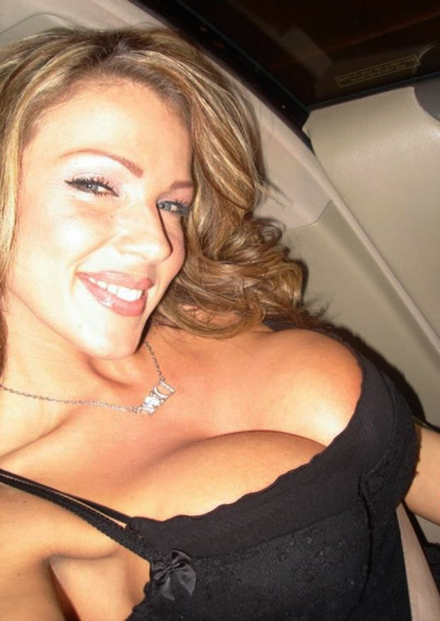 Les gros seins extra d'une bombe cougar