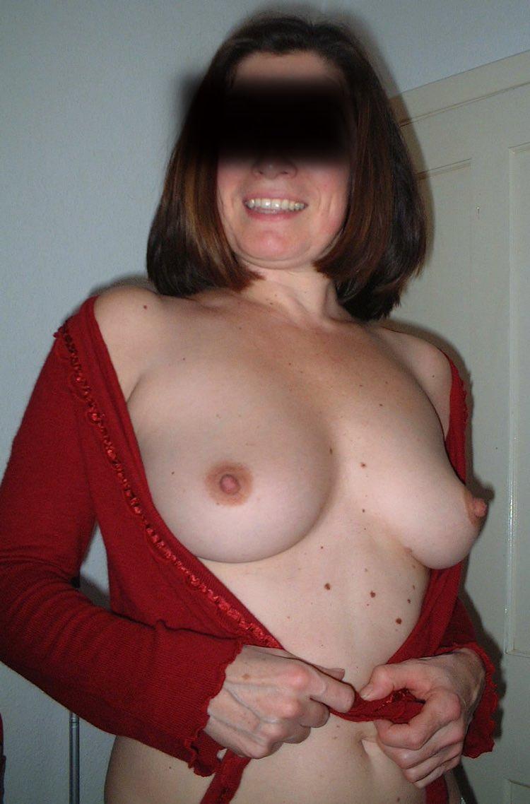 Avec une femme cougar sexy